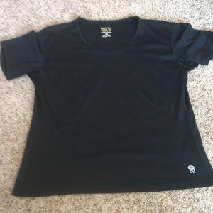 Mountain hard wear black t shirt, L